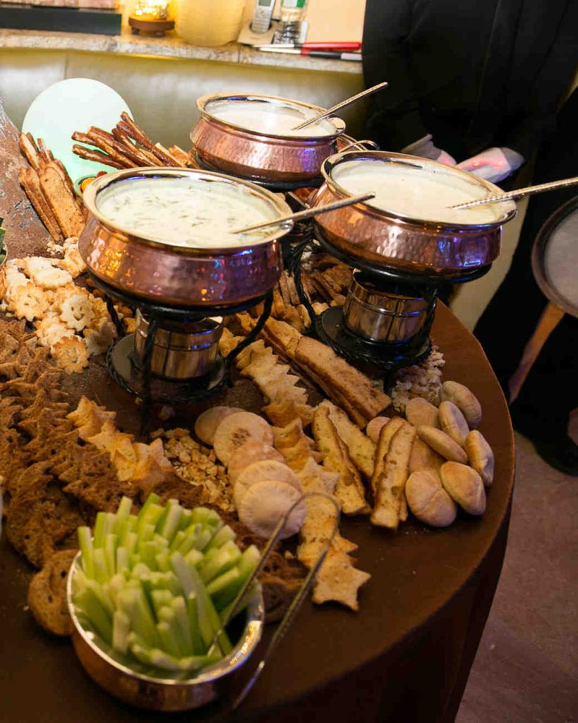wedding-food-bar-artichoke-fondue