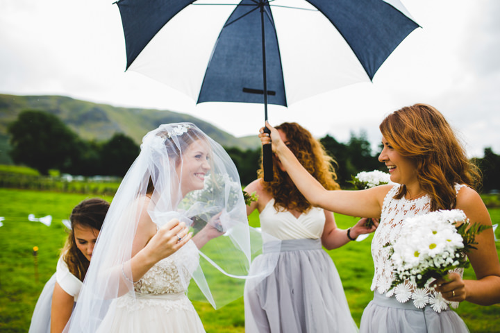 Rainy wedding day Love Tipis